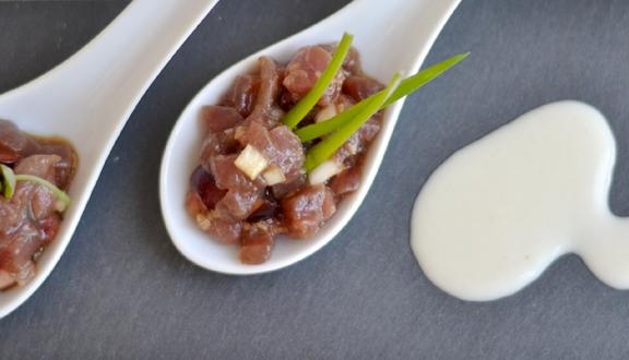 Receta de Tartar de bonito con cerezas y ajoblanco