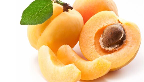 Albaricoques, fruta de temporada durante los meses de verano.