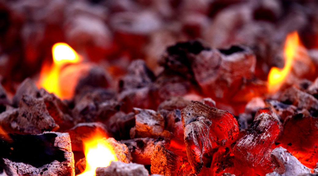 Las brasas son la clave de un BBQ perfecta. Foto del blog elpabellondelacarne.com