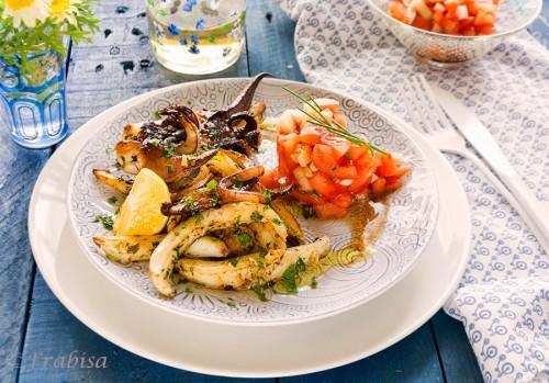 """Sepia a la plancha con tomate en vinagreta del blog """"La cocina de Frabrisa"""" para cuidarse durante el verano"""
