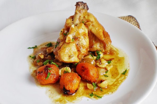 pollo de corral encebollado