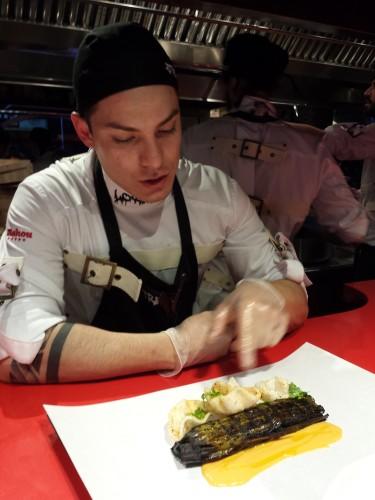 Nuestro amigo Josh, cocinero en StreetXO en acción