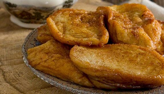 Receta de torrijas caseras con azúcar y canela