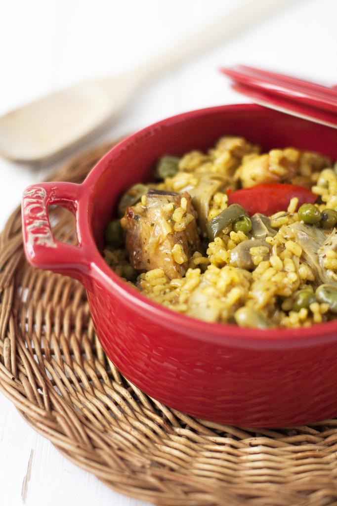 Receta de arroz con pollo y verduritas para disfrutar en primavera