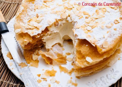Relleno de nata montada y crema pastelera de la tarta árabe