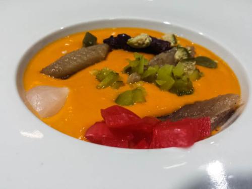 Salmorejo con picual, encurtidos y sardina marinada