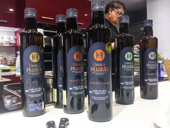 Diferentes variedades de aceite de oliva de Casas de Hualdo