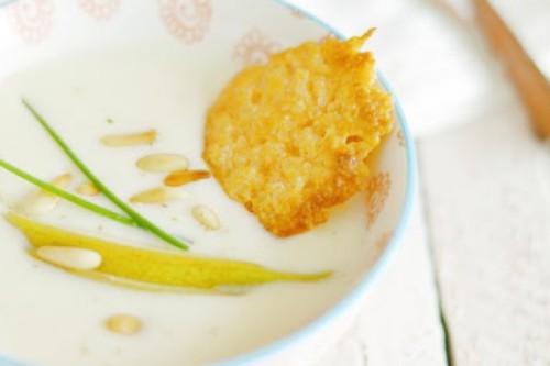 Vichyssoise de pera con teja de parmesano del blog Milhojas el blog de Rosa