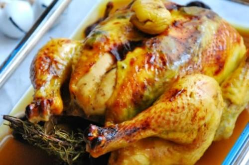 Pollo trufado con castañas y ciruelas del blog Chez Silvia