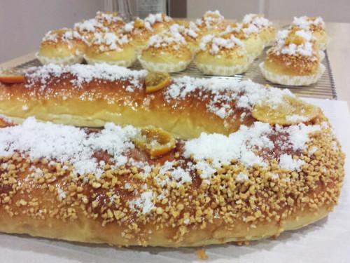 Roscón de Reyes con almendra, azúcar y naranja confitada