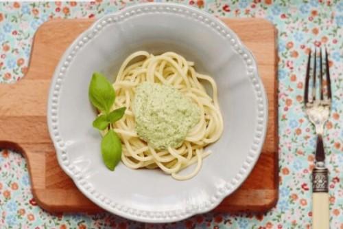 Espaguetis al pesto del blog Milhojas, el blog de Rosa