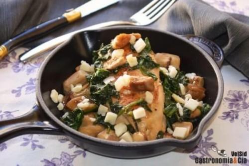 Pechuga de pollo con boletus y espinacas del blog Gastronomía & Cía