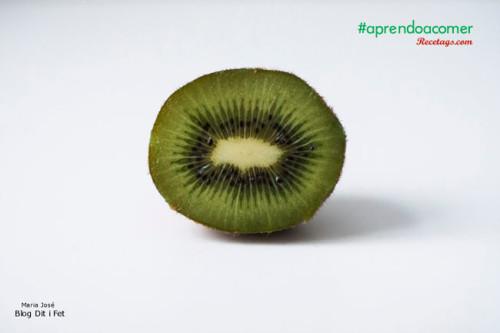 El kiwi verde, rico en vitamina C y fibra insoluble.