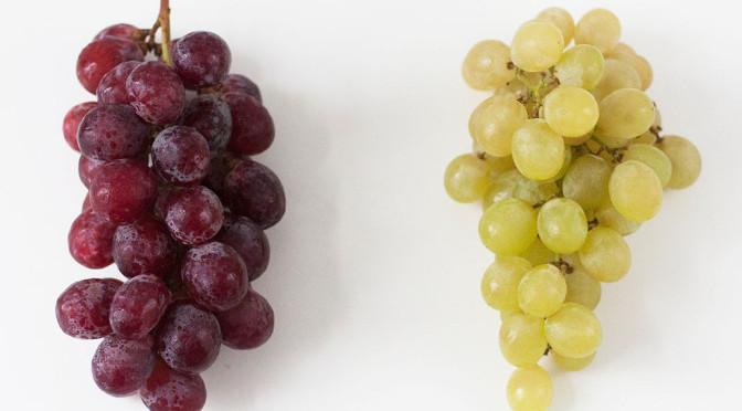 Uvas blancas y tintas, dos variedades de uvas de mesa