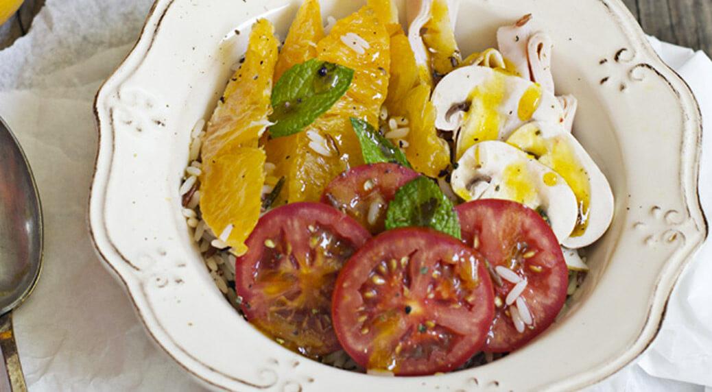 Una de las ensaladas de arroz que no pueden faltar es esta con pavo, naranja y su reducción del blog Cocinando con Catman
