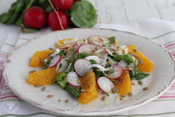 Ensalada fácil de rábanos y naranja del blog Cocinando entre Olivos