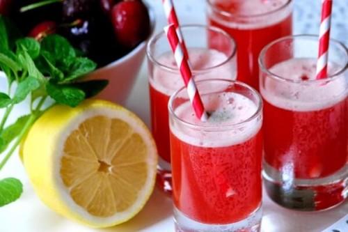 Zumo de cerezas y menta sin azúcar del blog Chez Silvia
