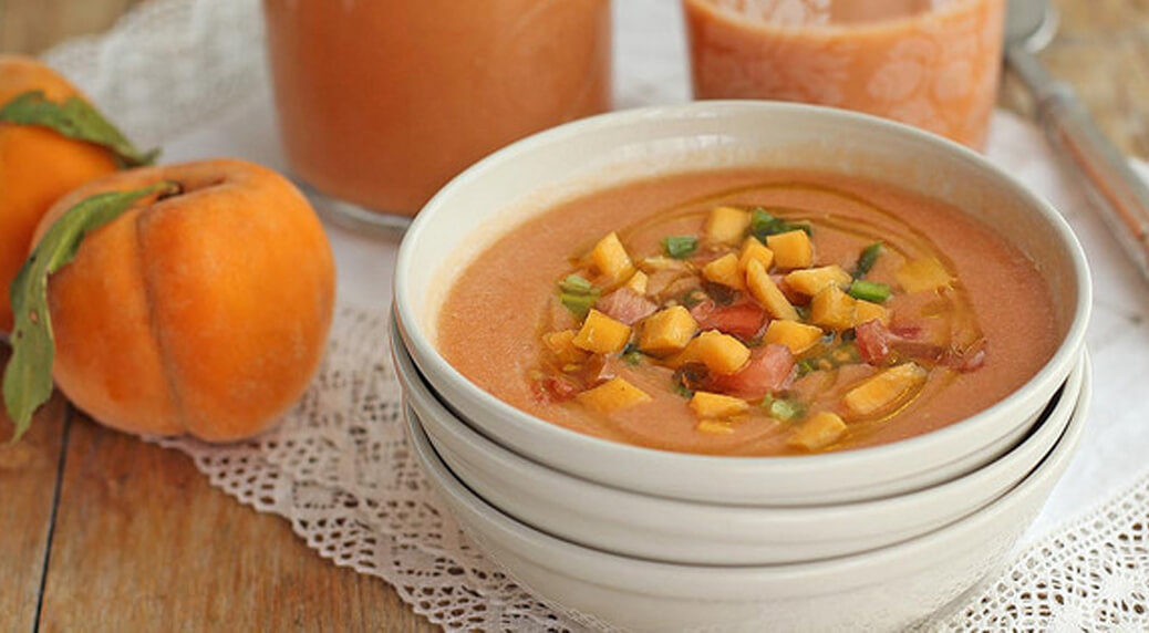 Delicioso gazpacho de frutas con melocotón | Foto Cocinando entre Olivos